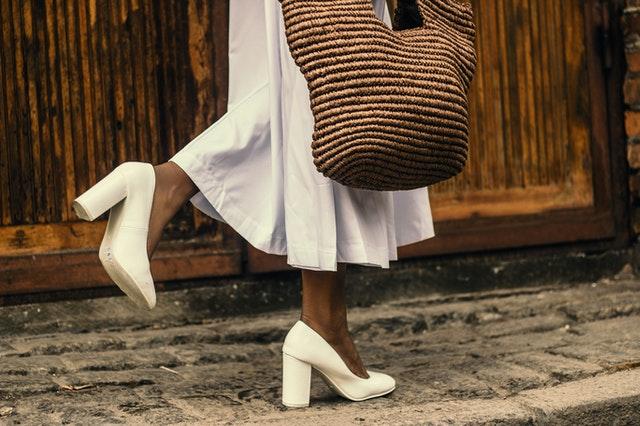 shopper bag, torba na zakupy, pojemna torba, czarna shopperka, jak wybrać shopperkę, zalety shopperki,
