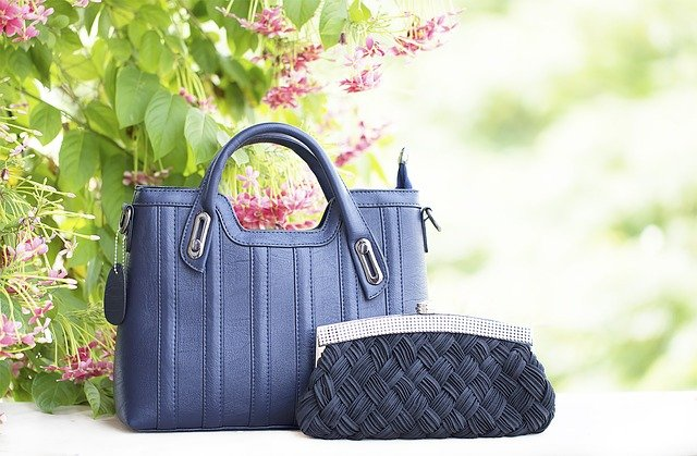 pouch bag, modne torebki sakiewki, torba sakiewka, modna pouch bag, modne torebki, torebki na jesień, torebki na zimę, torebka na sylwestra, torebka na wesele, torebka na co dzień, mała torebka, małe torebki, modne małe torebki,
