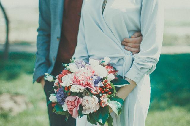 sukienki na wesele, stylizacja na wesele, wesele 2021, jak się ubrać na wesele, modne stylizacja na wesele, sukienki na wesele 2021, pastelowe sukienki, sukienki maxi,