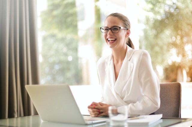 ubranie do biura, stylizacja do biura, jak ubraćsię do biura, profesjonalny wygląd w pracy, profesjonalny outfit w pracy, jak ubierać się do firmy,