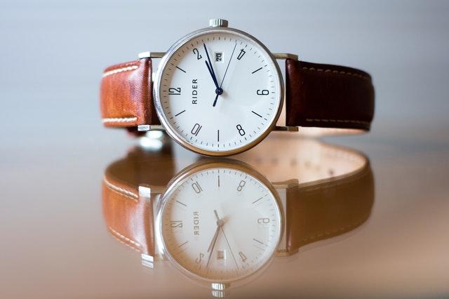 damski zegarek, modne damskie zegarki, jak wybrać damski zegarek, wybór damskiego zegarka, najlepsze damskie zegarki, zegarek sportowy damski, zegarek modowy, elegancki damski zegarek, zegarek na pasku, zegarek na bransoletce,