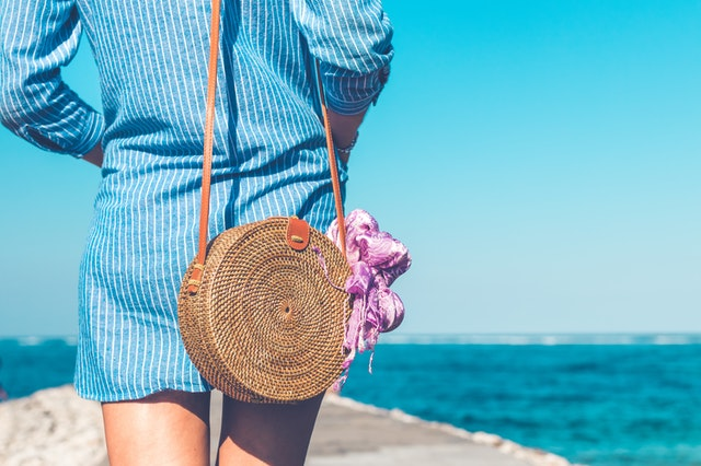 torba na wakacje, torebka na wakacje, torebki nerki, shopperka na wakacje, letnie torebki, letnie stylizacje, wiklinowe torby, torba na plażę, torba na wycieczki, plecak na wakacje,