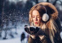 stylizacje zimowe, moda 2021, zima 2021, modne dodatki, modne elementy, trendy 2021, czerwień, futra, skórzane sukienki, dodatki do ubrań, modne dodatki 2021, modne płaszcze