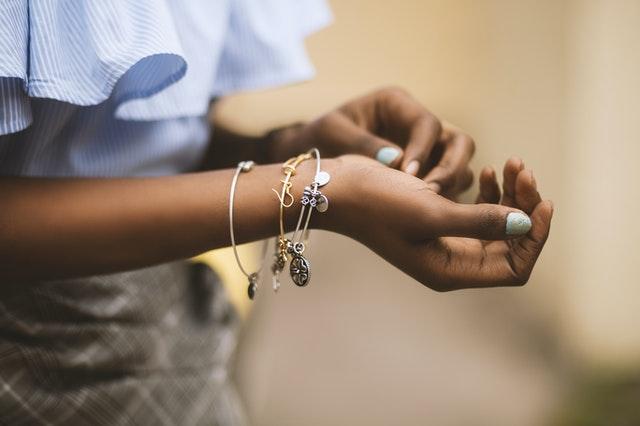 modna biżuteria, biżuteria kobieca, biżuteria 2021, trendy 2021, modne dodatki 2021,