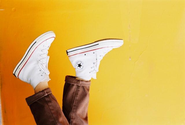 kobiece buty, szpilki, czarne szpilki, buty na każdą okazję, kobiece obuwie, modne buty, wygodne buty, eleganckie buty, modne trampki, buty na płaskim obcasie,