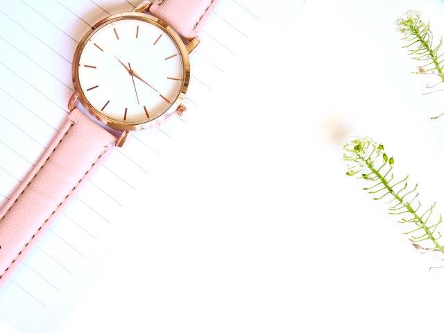 damski zegarek, modne damskie zegarki, jak wybrać damski zegarek, wybór damskiego zegarka, najlepsze damskie zegarki, zegarek sportowy damski, zegarek modowy, elegancki damski zegarek,