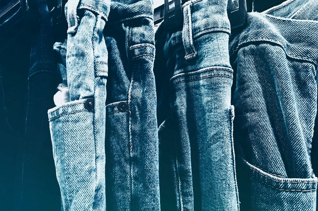 jeansy, dżinsy, modne jeansy, modne dżinsy, modne jeansy 2021, jeansy trendy 2021, jakie jeansy modne 2021,