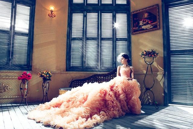 suknia wieczorowa, sukienka wieczorowa, modna suknia wieczorowa, modne suknie 2021, suknia na wesele, suknia na wieczór, elegancka sukienka, trendy 2021, moda 2021,