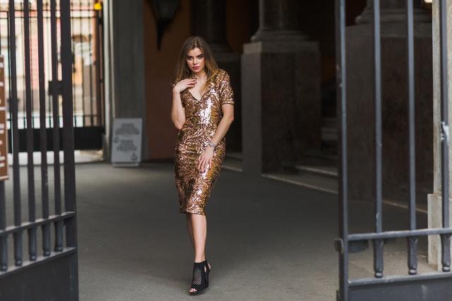 elegancka sukienka, elegancka suknia, jak nosić elegancką sukienkę, jak wybrać sukienkę, jak dobrać idealną sukienkę, modne sukienki, sukienki midi, sukienki maxi,