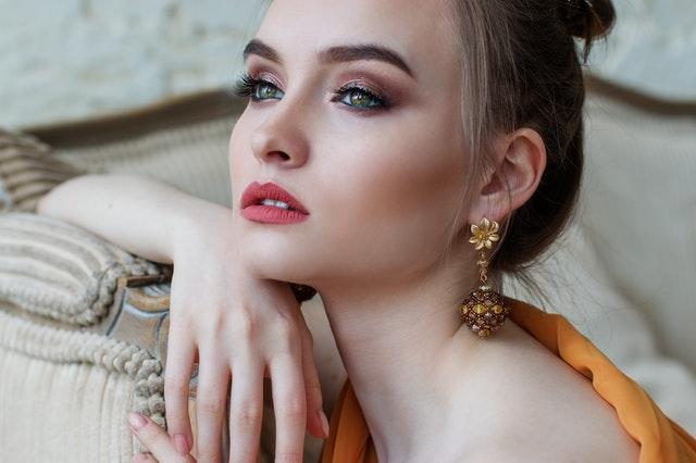 biżuteria 2021, trendy biżuterii 2021, modne dodatki 2021, jak dobrać biżuterię, kobieca biżuteria, damska biżuteria, modna biżuteria,