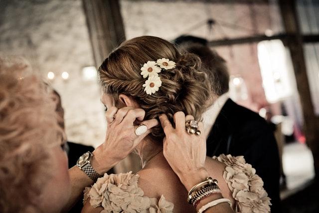 ozdoby we włosach, opaski na włosy, gumki do włosów, modne ozdoby na włosy, spinki do włosów, wsuwki do włosów, ślubna fryzura, ślubne dodatki,