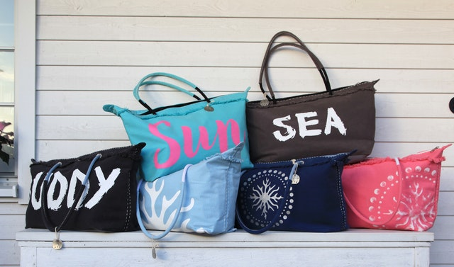 torba na wakacje, torebka na wakacje, torebki nerki, shopperka na wakacje, letnie torebki, letnie stylizacje, wiklinowe torby,