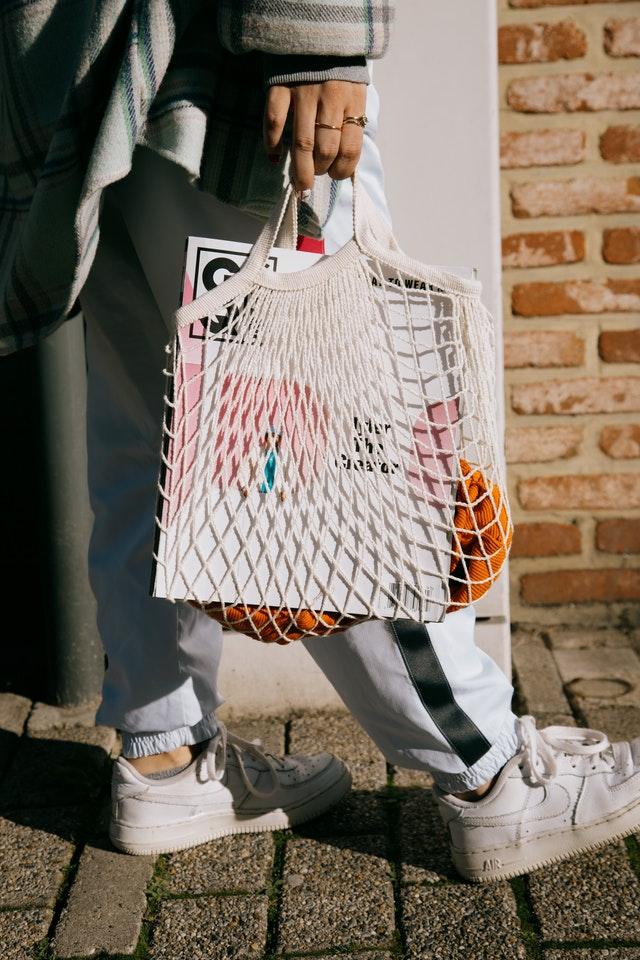 wiosna 2021 trendy, modne torebki 2021, torebki na wiosnę 2021, wiosenne trendy 2021, torba na wiosnę 2021, moda 2021, jak wybrać torebkę,